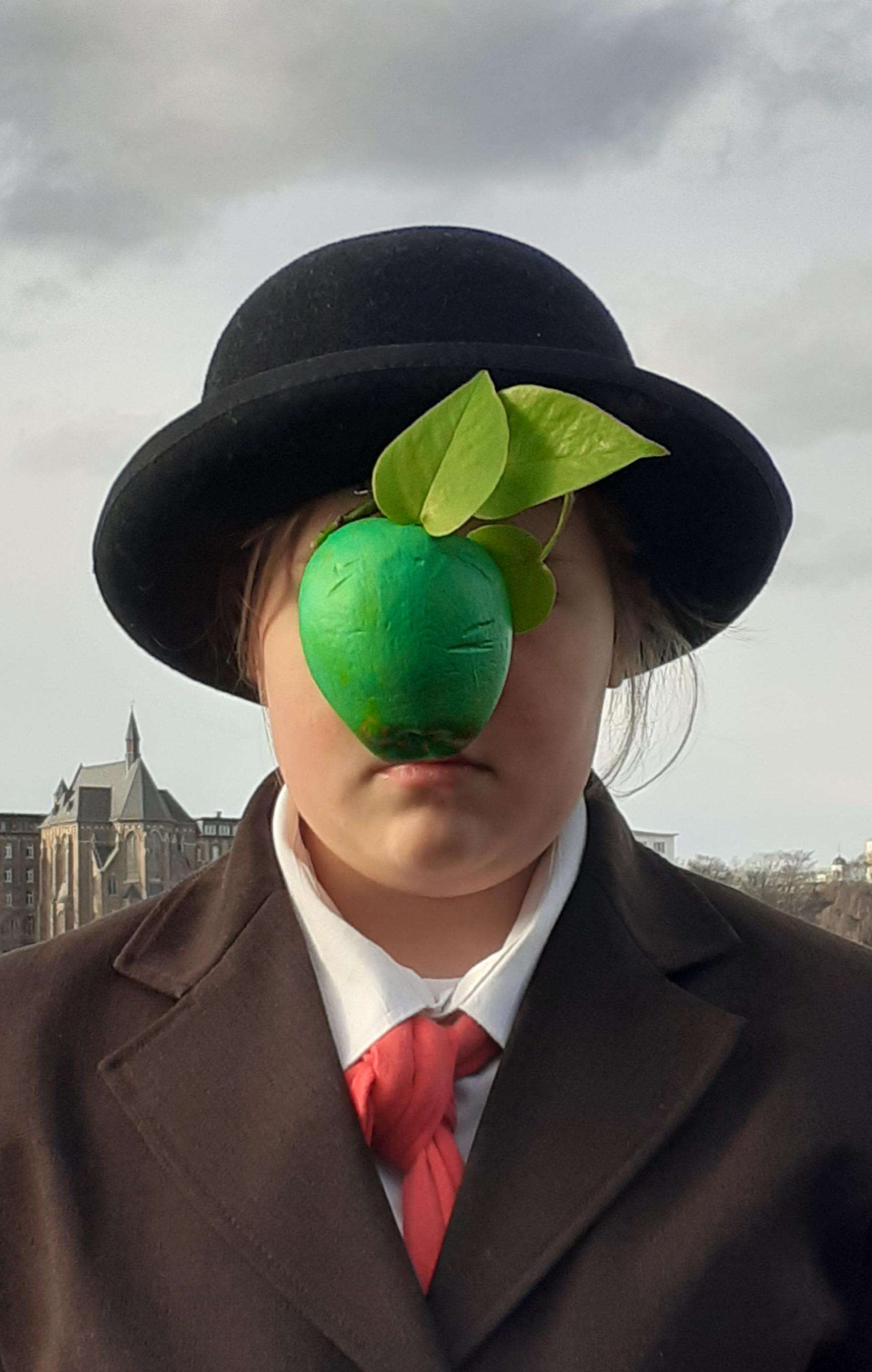 JuliaWinter_4a_Magritte_Menschensohn